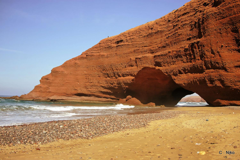 La plage de Legzira est un havre de paix hors des sentiers battus.