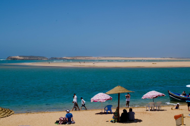 La lagune de Oualidia confère des airs d'oasis à cette plage