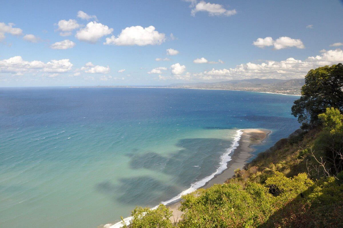 plus belles plages de Sicile langue de sable mer végétation