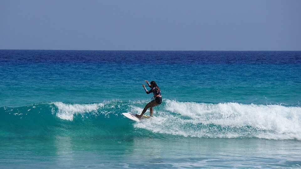 surfeuse surf femme canaries