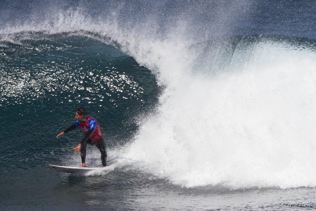 grosse vague canaries surfeur surf aux canaries