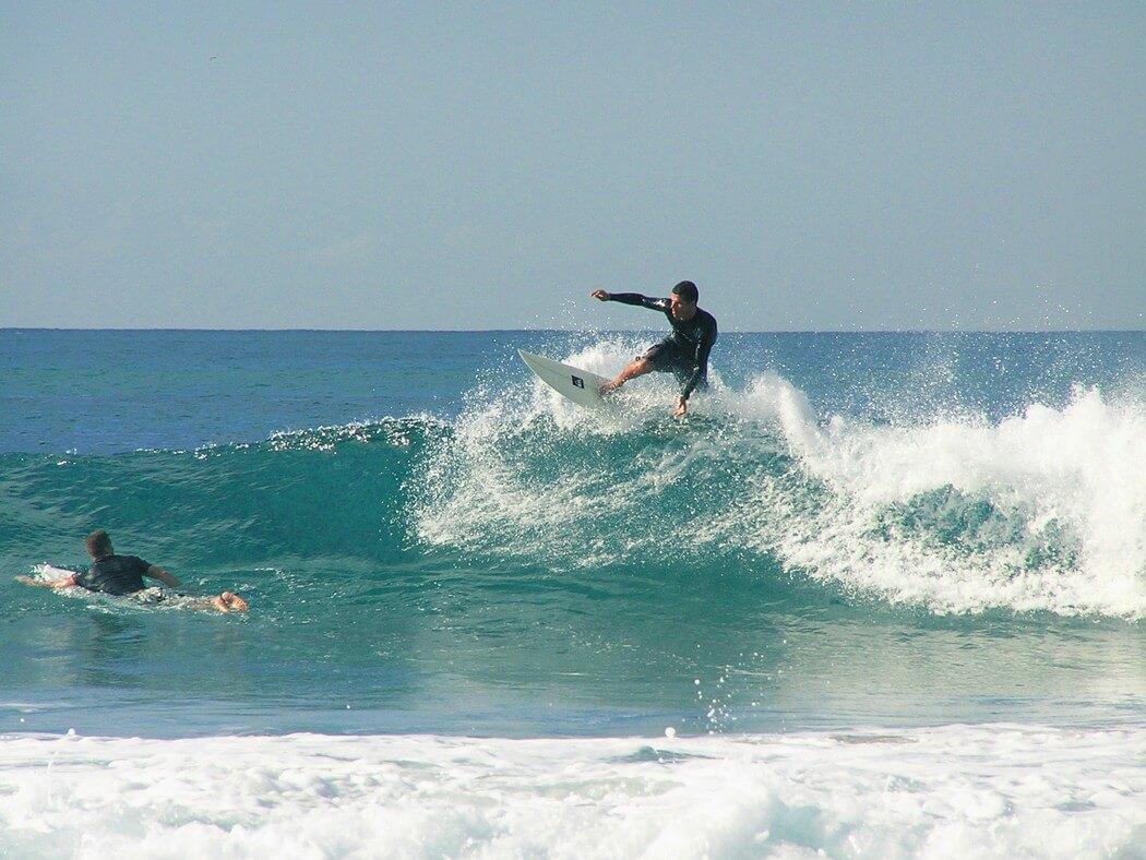 vague surfeur experimenté surf aux canaries