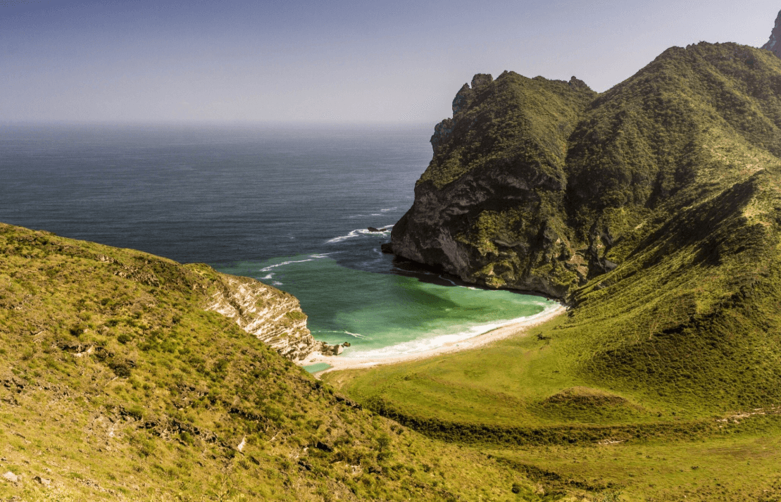 plus belles plages d'oman point de vue montagne verdure
