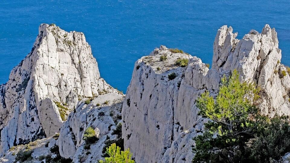 rochers falaises calanque de l'oule où se baigner à marseille