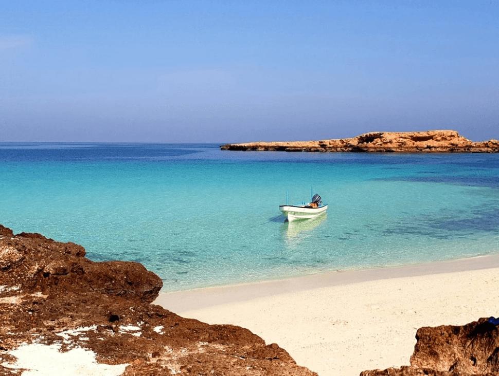 plus belles plages d'oman bateau mer turquoise