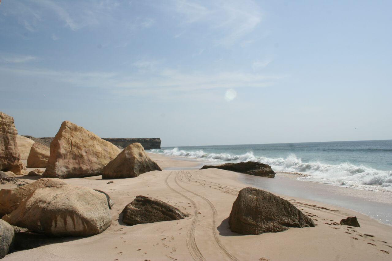 ras al jinz mer plage rochers