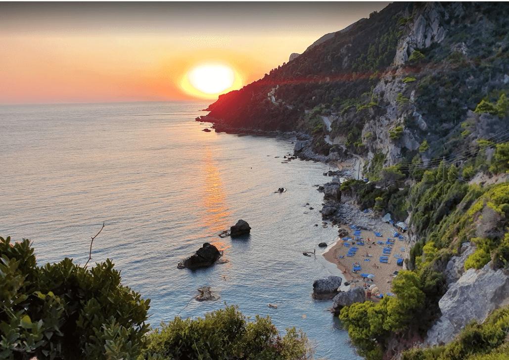 plage de corfou naturiste coucher de soleil naturisme en grèce