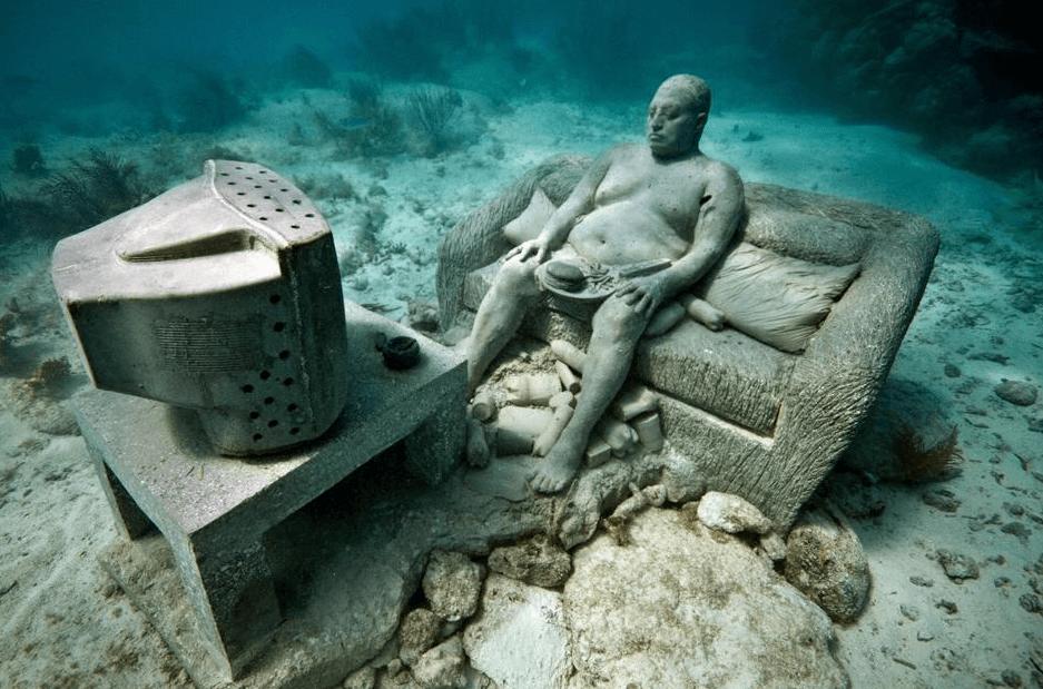 sculpture inertie homme canapé sous matin musée sous-marin de Cancun