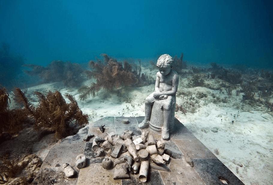 enfant sculpture musée sous-marin de Cancun