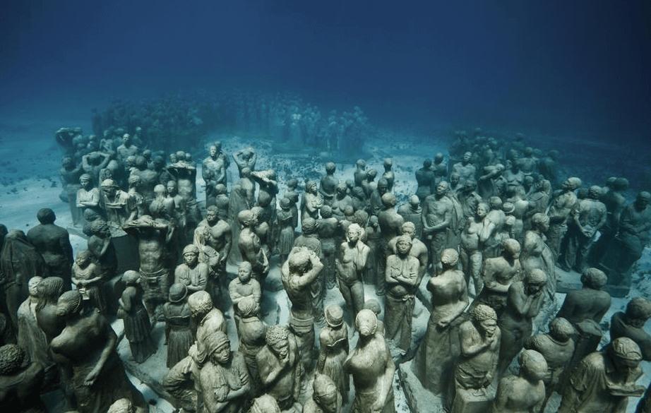 foule statues musée sous-marin de Cancun