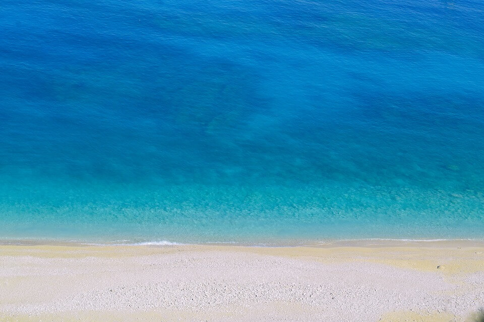 sable mer turquoise grece