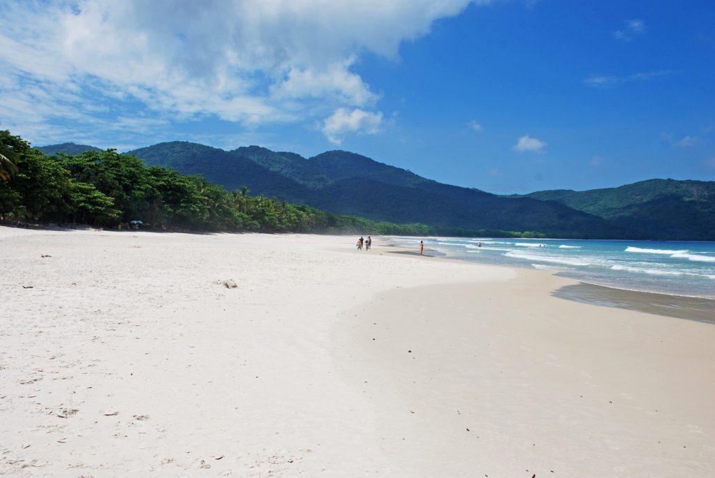 La Praia Lopes Mendes, à l'Ilha Grande, est l'image même de la plage paradisiaque des cartes postales.