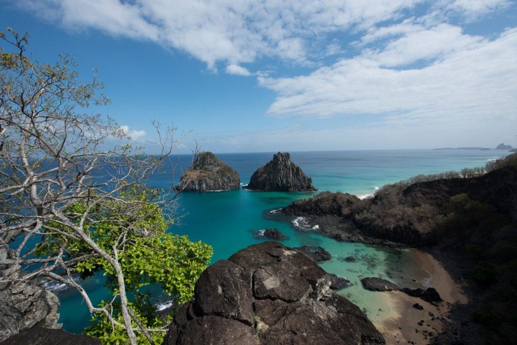 Baia dos Porcos, petite baie sur l'île Fernando de Noronha, est un des incontournables de Brésil plage.