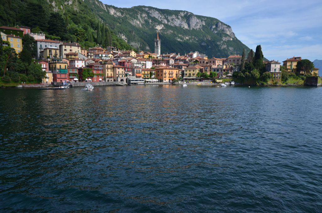 Le Lac de Côme s'inscrit parmi les magnifiques endroits où l'on peut s'adonner à la joie de la baignade et des sports nautiques.