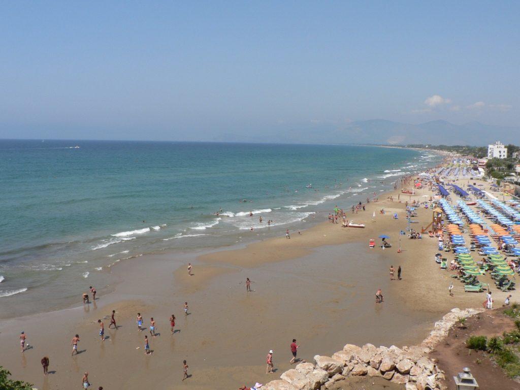 La plage de Sperlonga et ses belles étendues de sable doré ont prisées par les estivants.