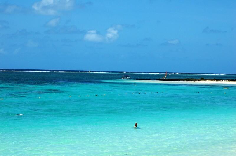 baigneur lagon turquoise plages de l'île Maurice