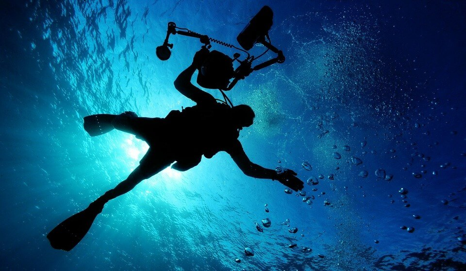plongeur appareil photo sous l'eau plongée en Guadeloupe
