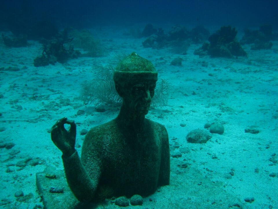 statue commandant cousteau