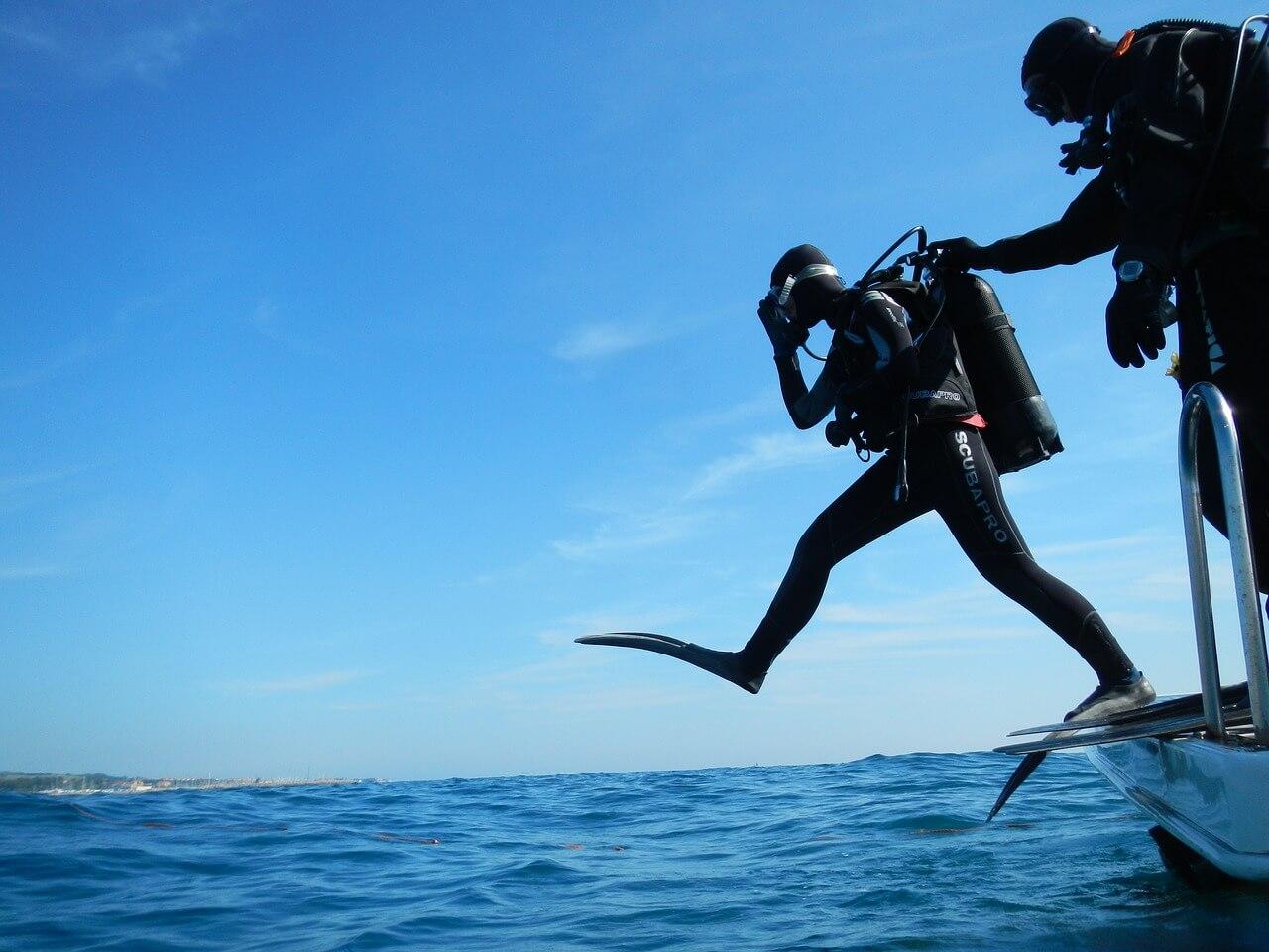 plongeur bateau saut plongée à l'île Maurice